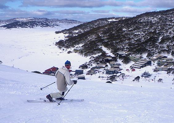 arlberg-ski-club-ski-fun-ski-holiday-family-vacation-australia-charlotte-pass-ski-resort-winter